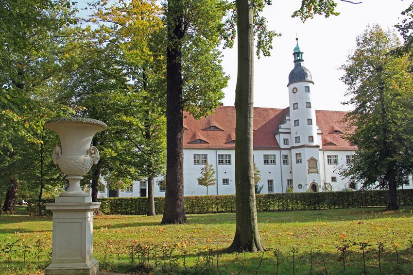 Galerie zum Barockgarten des Schloss Zabeltitz, direkt am Drei ...